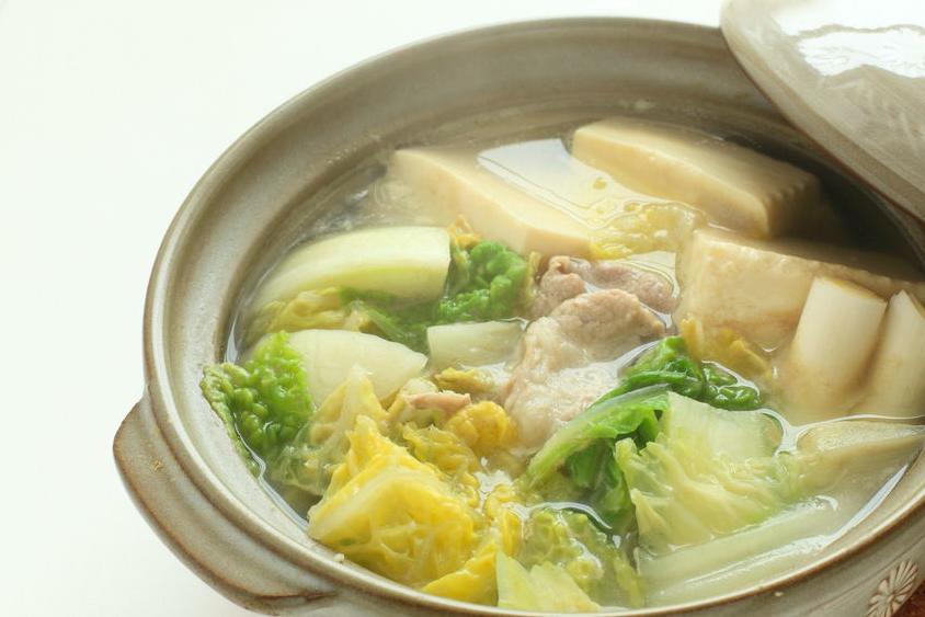 ダイエット中も満足感◎シメまで楽しむ「低カロリー鍋」