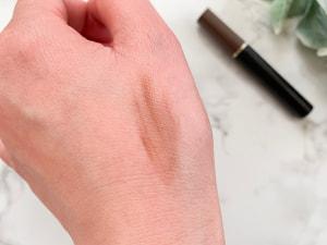 毛流れに逆らうように塗ると、ボリュームが出て立体感がアップします