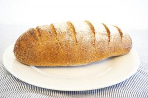 お手軽「納豆朝ごはん」2つ (2)ライ麦パン