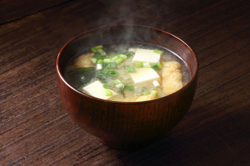 納豆も!?腸活に役立つ「味噌汁に入れたい食材」5つ