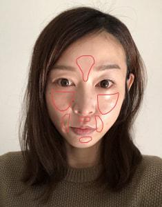 図の赤い線で囲っているように、眉間周りや頬、口周りの肌をワントーン明るく仕上げることで、全体的に透明感がある肌に見えますよ