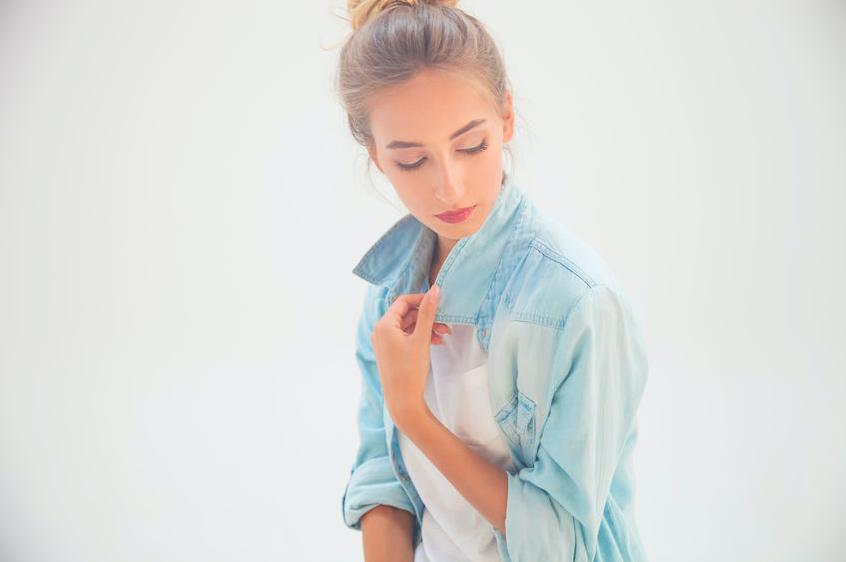美容師直伝!シャツスタイルに合う「ゆるウェーブ」の作り方