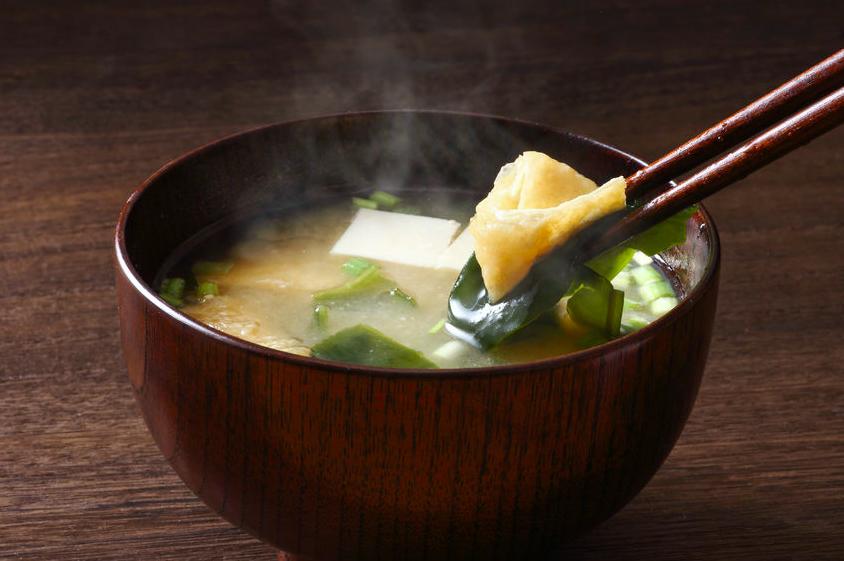 シミや便秘対策にも!栄養を逃さない「味噌汁」調理方法とは