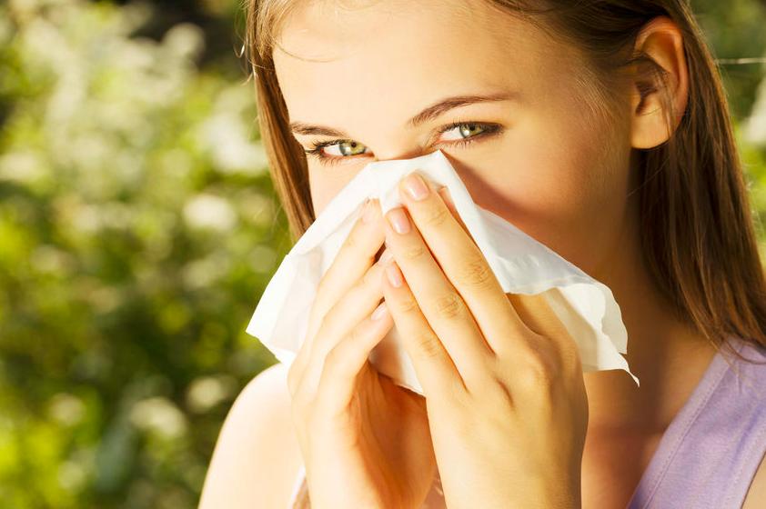 花粉は髪につきやすい!「花粉対策」ヘアスタイル&アイテム