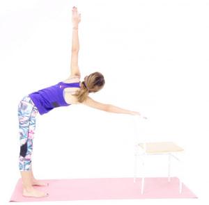 反対側の手も同様に動作してください。各3回づつ動作を繰り返したら、(2)の体制で10呼吸繰り返し、背中をリセットしてからゆっくり上体を起こしてください