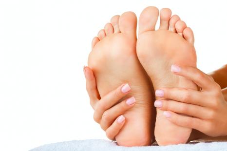 座ったまま足のむくみを改善!長時間移動時の「ながらケア」