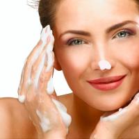すすぎは何回が正解?意外と知らない「美肌のための洗顔法」