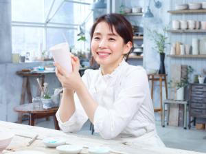 石田ゆり子さん つや玉輝く笑顔