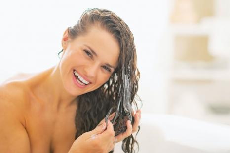 紫外線が抜け毛の一因にも!?夏向けヘアケア法