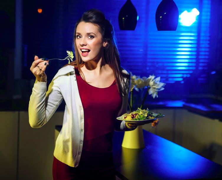 夜食にサラダはNG!?美容効果UPを狙える「野菜の食べ方」