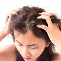 髪ダメージを防ぐ!「朝と夜のヘアケア」使い分けのコツ