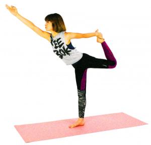 そのまま上体を前に倒しながら、左太ももを床と平行にします。右手は親指先と人差し指先をつけて「ムドラー」をつくります。目線は指先をみて5呼吸ほどキープしたら、ゆっくり(2)の位置まで戻り、ゆっくり手を解きましょう