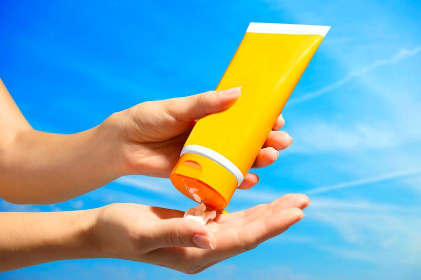 服を着る前に塗る!皮膚科医が教える「日焼け止めの塗り方」