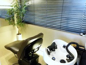 ヘッドスパ専門店のカリーナ銀座だからこそできるのが、「ウォーター・ジェット・ピーリング」という施術です