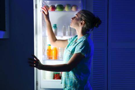 空腹で眠れない夜に!腸内環境も整う「体に優しい夜食レシピ」