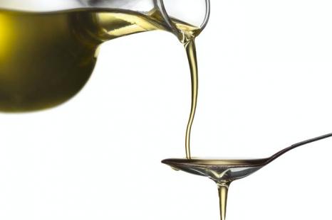 油は「塗る」より「食べる」!医師が教える大人のオイル美容