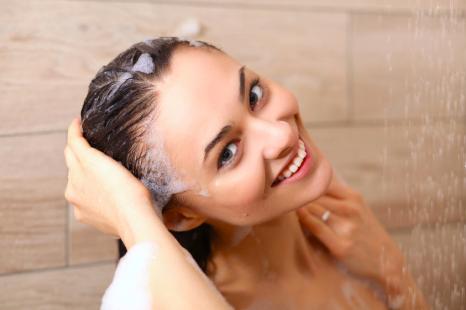 冷水シャワーで美髪に!手作り「頭皮ケアローション」レシピ