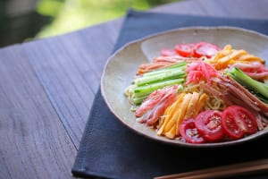 足のほてり、むくみはエアコン冷えから!足を冷やすNG食習慣  (2)夏は麺類が好き