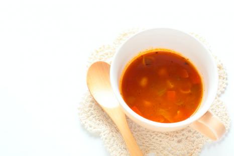 美肌とダイエットに◎火を使わずできる「トマト味噌汁」