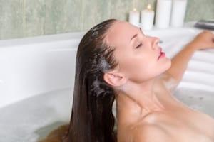 髪のうねりを防ぐシャンプーのやり方