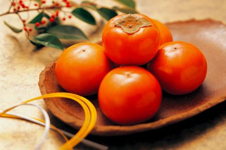 ピーマンと同等のカロテンが!秋の美肌食材・柿の3分レシピ