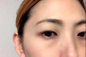 次に、眉の下のラインを整えます。眉頭~眉山のラインは、目の形に合わせると自然な表情を作りやすいです