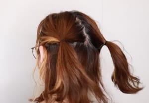 まとめた髪をツインテールにします