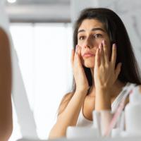虫歯が顔の左右差の原因に?たるみやシワが増えるNG習慣