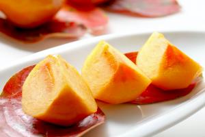 毎日食べたい!美肌になれる秋フルーツ3つ (1)柿