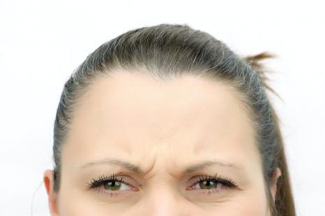 険しい顔で老け見え?筋肉をゆるめて優しい顔になる簡単ケア