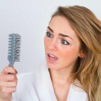 40代からの「毛活」豊かな髪・眉・まつ毛を育むお手入れ法