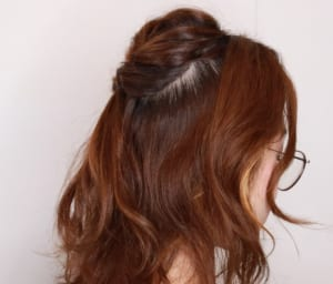 編み込みをする時に、横の髪の毛は入れない