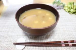 寒い季節の腸活に!簡単あたたか朝ごはんレシピ3つ (1)納豆のお味噌汁