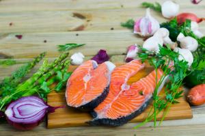 乾燥対策に食べたい食べもの3つ (1)鮭