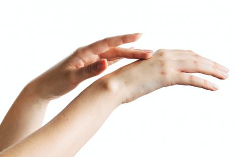 手荒れ予防は手をしっかり拭くことから!ハンドケアの基本