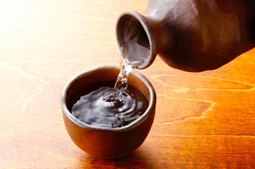 真冬日は焼酎のお湯割りがベスト!薬膳的・冬のお酒の選び方