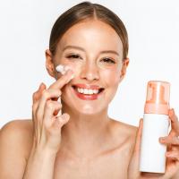 乾燥で肌が敏感に?美容家が肌の乾燥が深刻な時に使う洗顔料