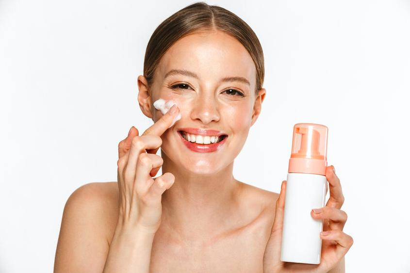 朝の洗顔時にくすみをオフ!クリアな肌に導く「炭酸洗顔」