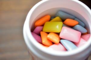 お正月の食べ癖をリセット!小腹満たし習慣2つ (1)ガムをかむ