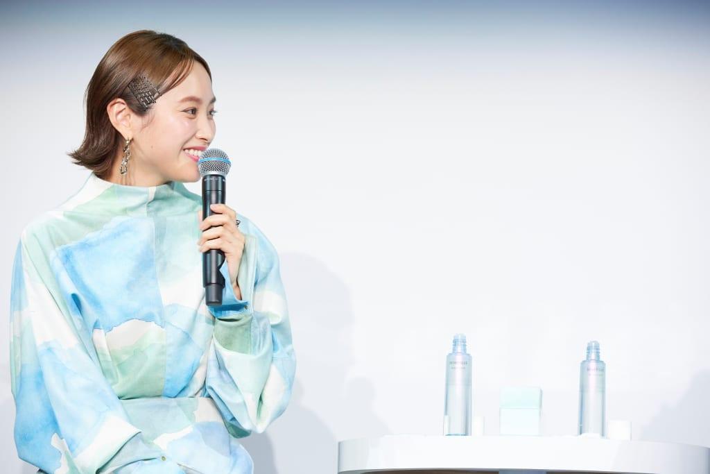 高橋愛&石井美保登壇「ベネフィーク_リセットクリア」発売イベント