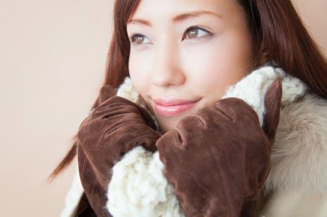 着ぶくれを防ぐ!プロが教える、冬の「着痩せ&温活コーデ」