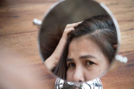 カラーリングの繰り返しは頭皮環境の悪化につながるって本当?毛髪診断士が教える対策とは