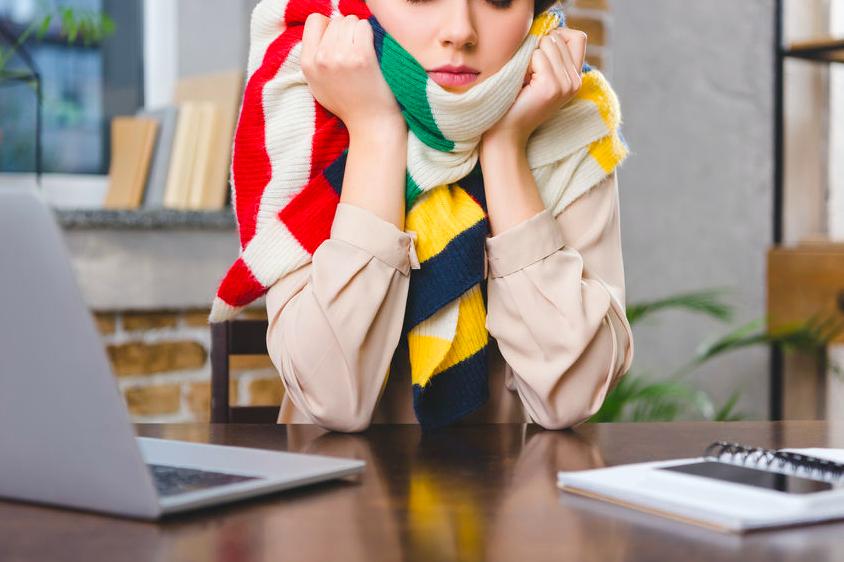 身体が冷えきる前に!自宅やオフィスですぐにできる冷え対策
