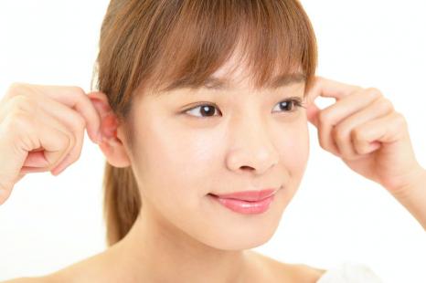 デカ顔の原因は食いしばり?すっきり輪郭になる舌&耳体操