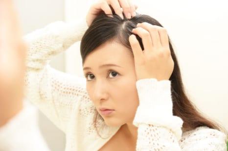 老け見えペタンコ髪になる意外なNG習慣って?美容ライターが教える対策とは?