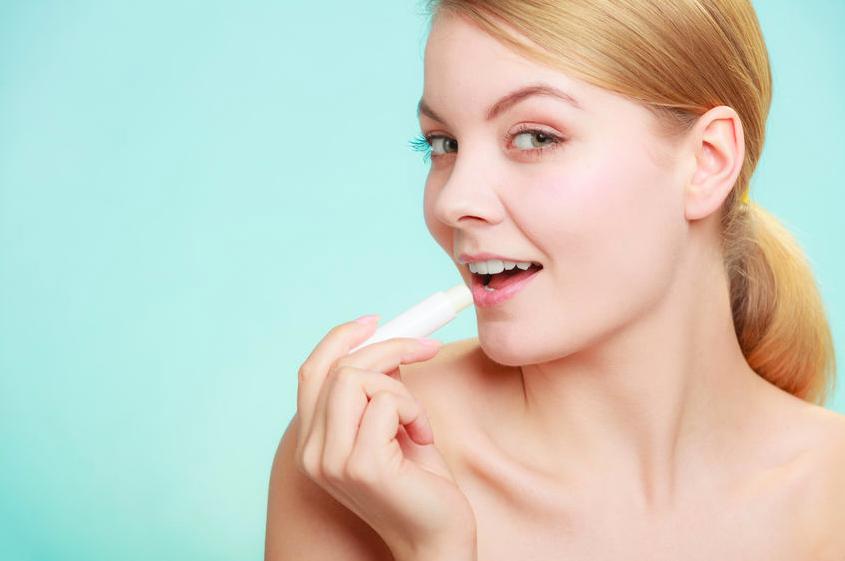 唇のシワやくすみが気になる!大人女性に最適なリップ美容液
