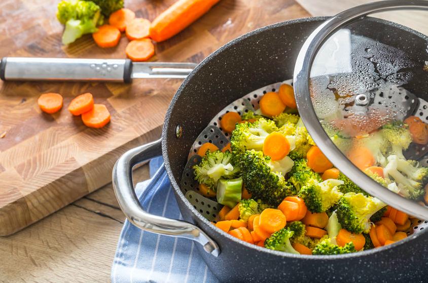 野菜の栄養を逃さない!話題の調理法「蒸し焼き」を徹底解説