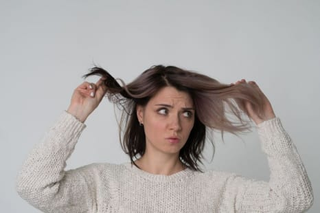 髪は肌以上に印象を左右する?老け見え髪を立て直す対策法