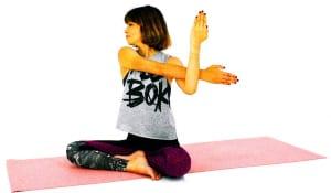 吐く息とともに目線を右肩に向けて、ゆっくり10呼吸ほど繰り返します。反対側も同様に動作しましょう