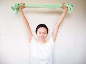 体側を伸ばすストレッチ